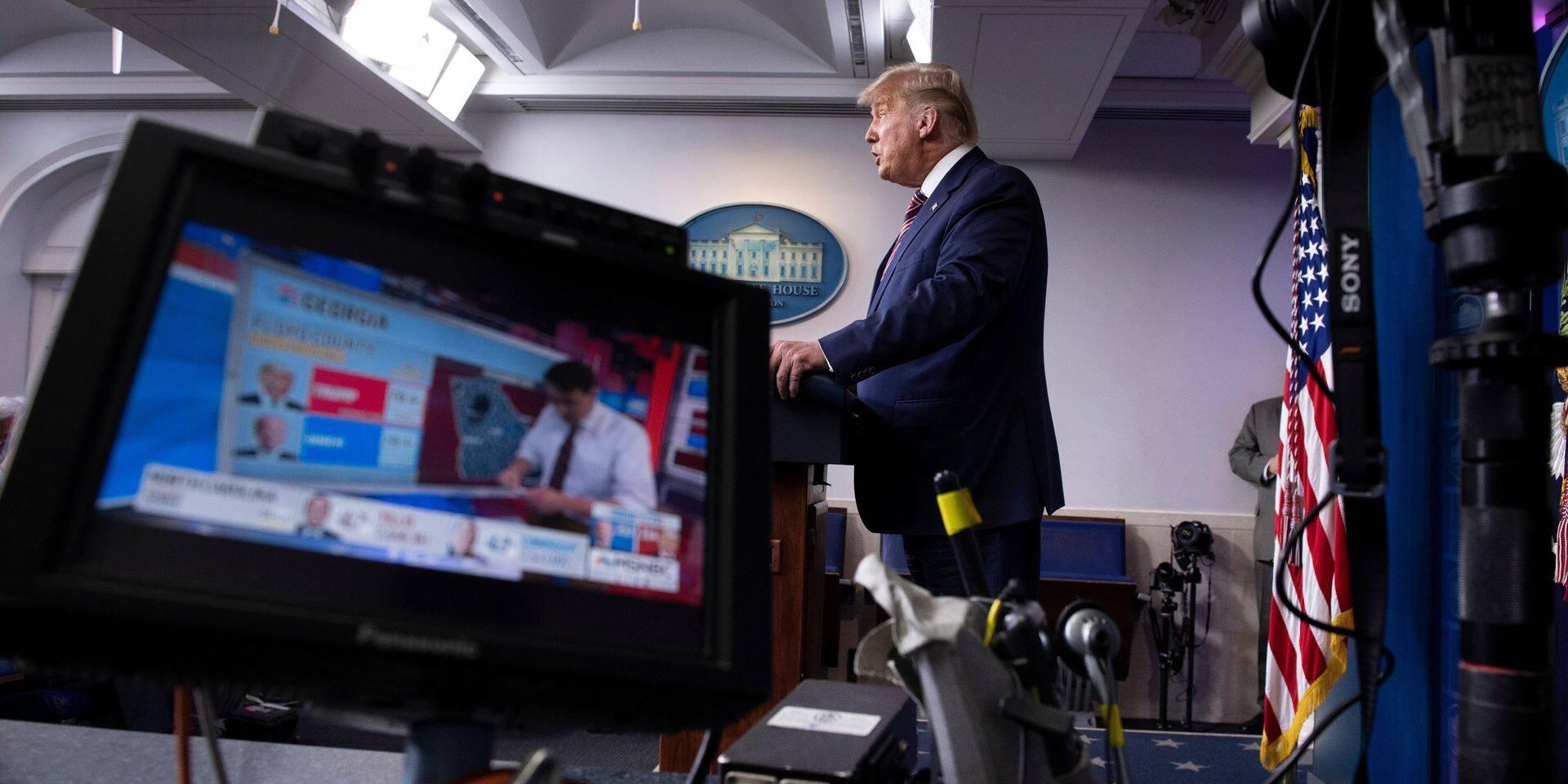 """""""Mensonges"""", """"Quelle triste nuit"""" : des télévisions américaines coupent l'allocution de Trump"""