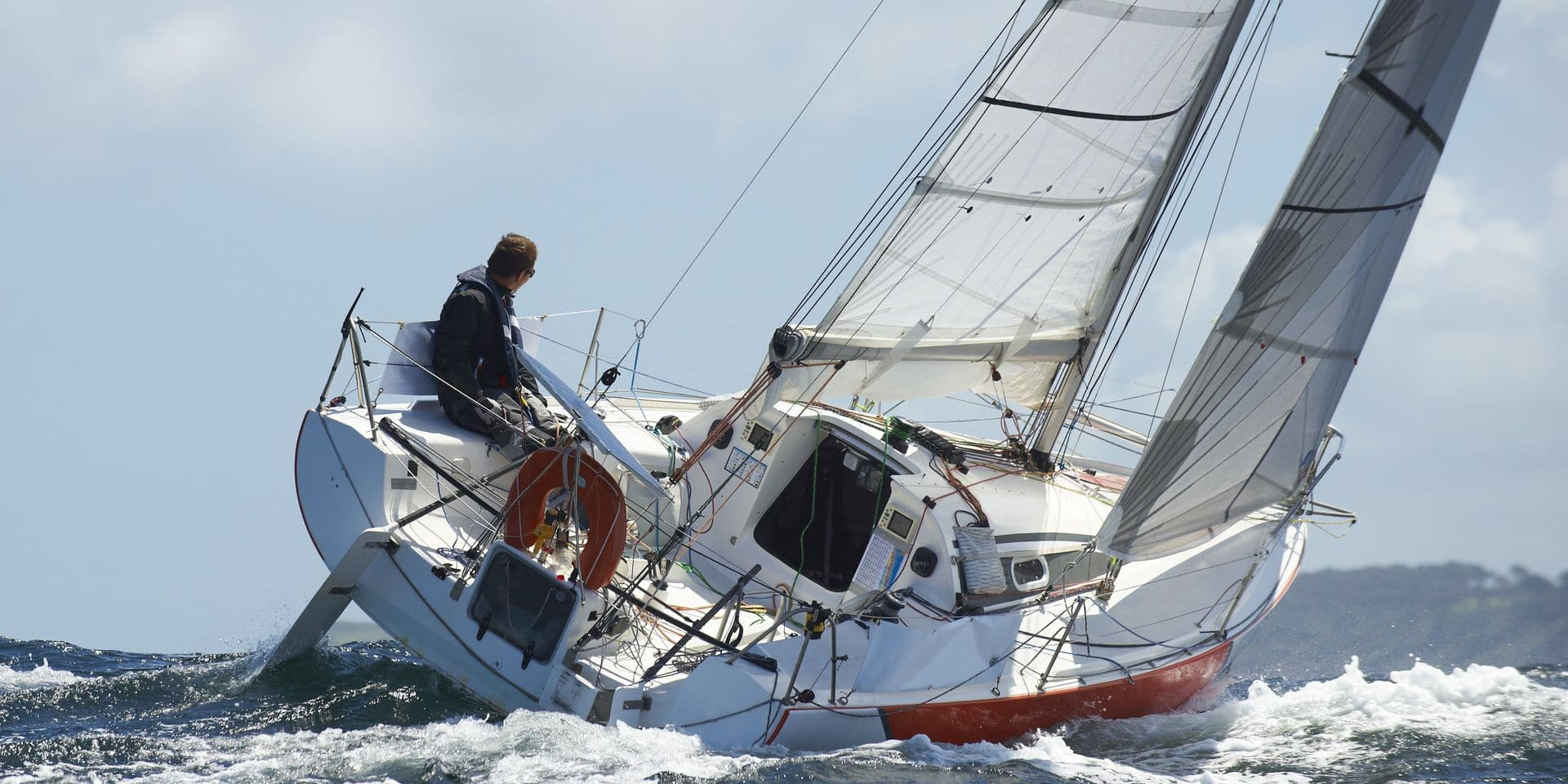 Yacht,And,Skipper,Sailing,At,Competition