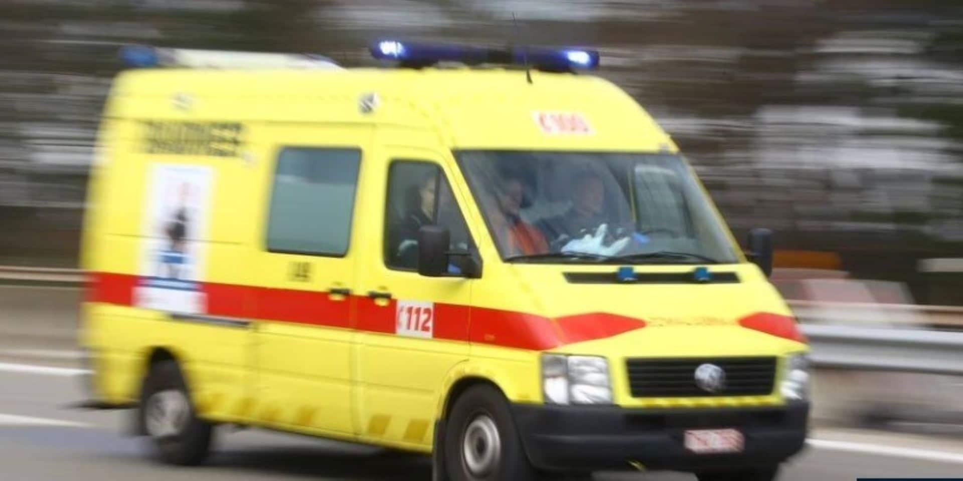 Erezée : deux blessés dans un accident entre un bus et une voiture