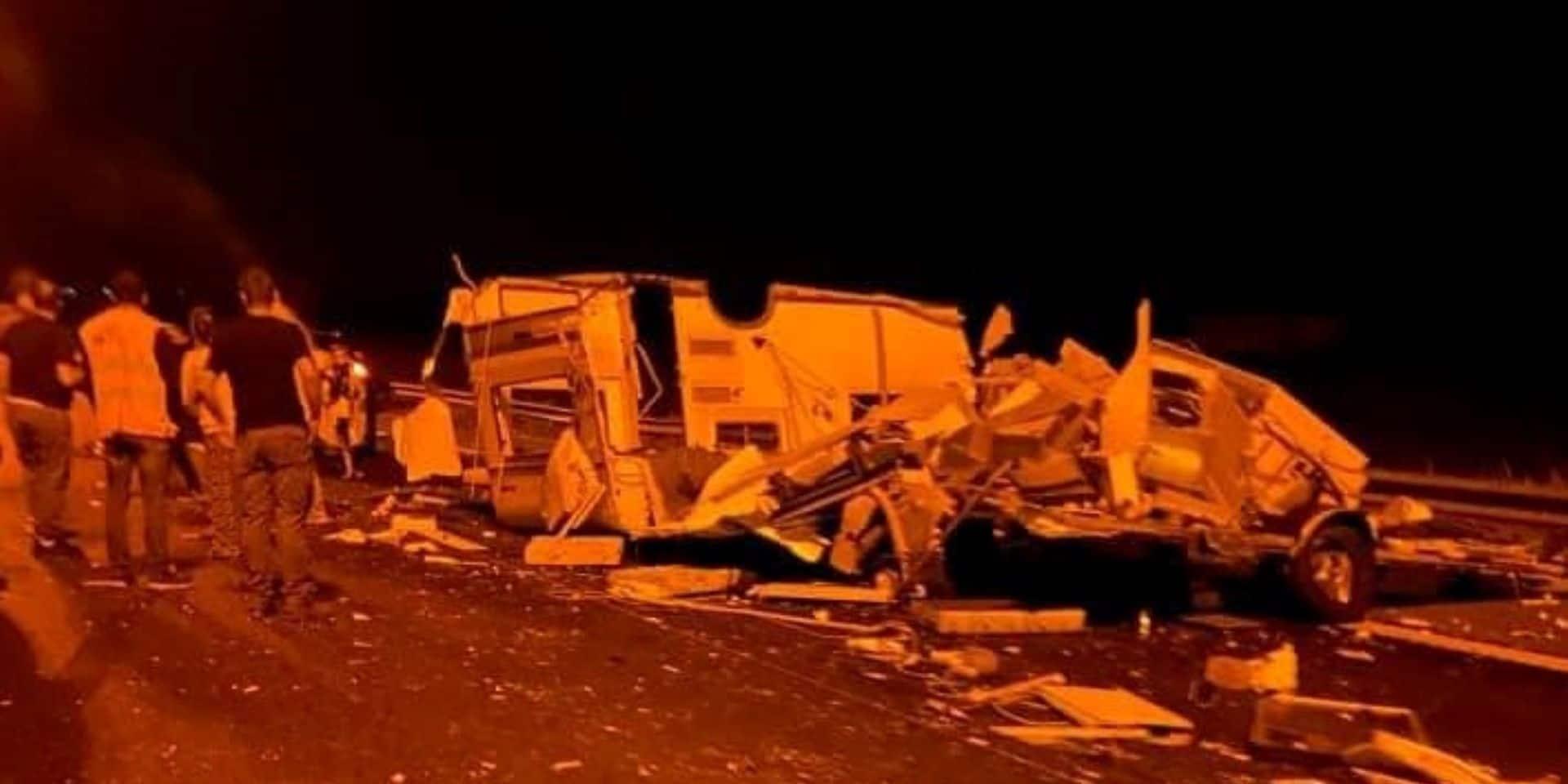 Accident sur l'autoroute E 411 : une caravane complètement détruite