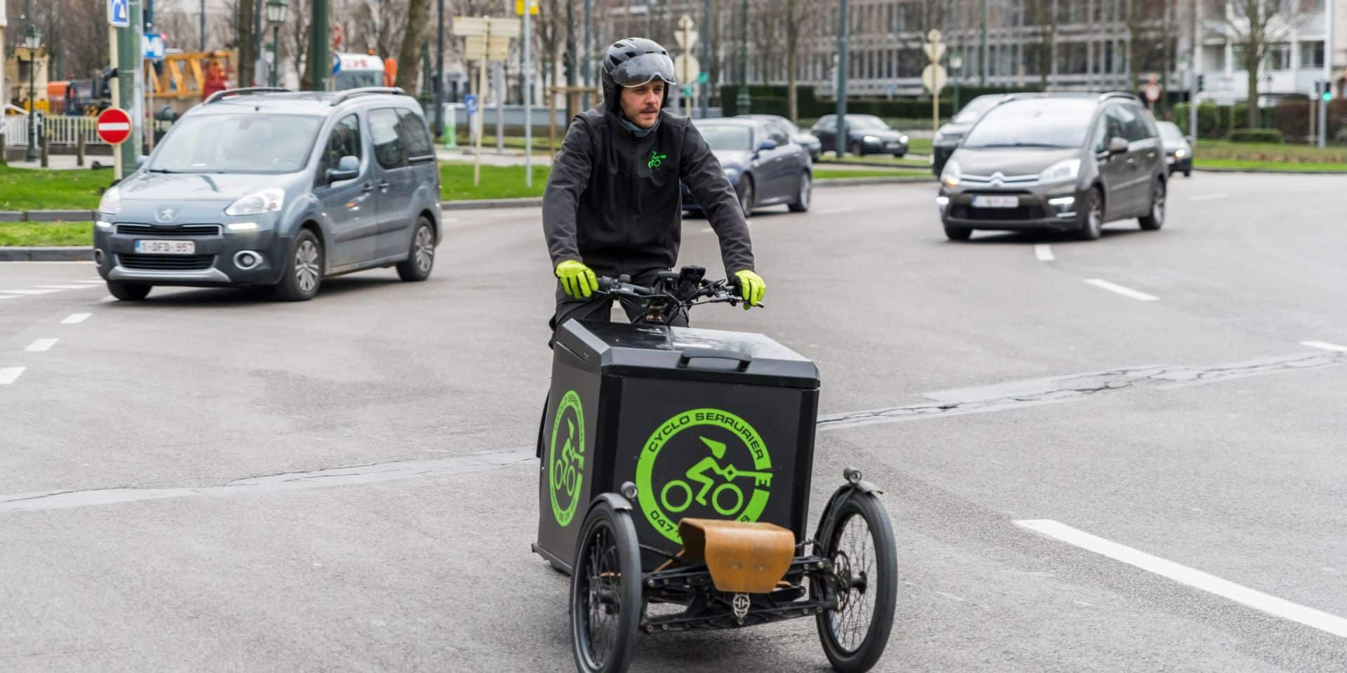 """Kevin a lancé son service de serrurerie à vélo-cargo : """"Moins de stress pour me rendre chez mes clients"""""""