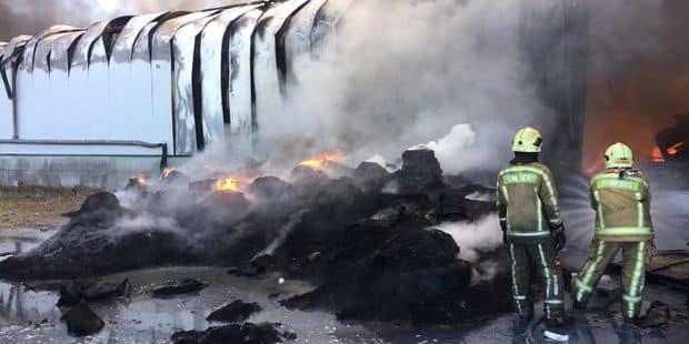 Incendie à Dour : les pompiers sont toujours sur place - La DH