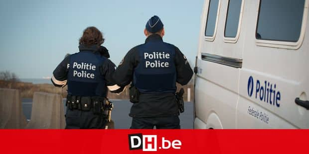 """20160128 - ZEEBRUGGE, BELGIUM: Police officers pictured along the North sea part of an action of several services as police, fedasil, Red-Cross (Croix-Rouge - Rode Kruis) to avoid concentration of refugees in public spaces, in Zeebrugge, Thursday 28 January 2016. Since the dismantle of part of the migrants' camp of Calais, known as """"The Jungle"""", Belgian cities on the coast near French boarder fear to have similar installations. BELGA PHOTO KURT DESPLENTER"""