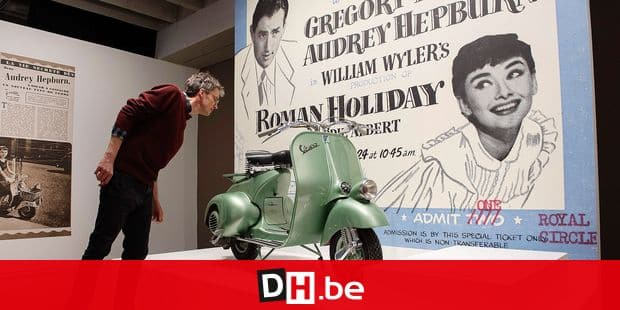 A visitor looks at a scooter on the eve of the inauguration on the exhibition on Audrey Hepburn and his father actor and realisator Mel Ferrer at the Espace Vandenborgh in Brussels on April 29, 2019. (Photo by JOHN THYS / AFP)