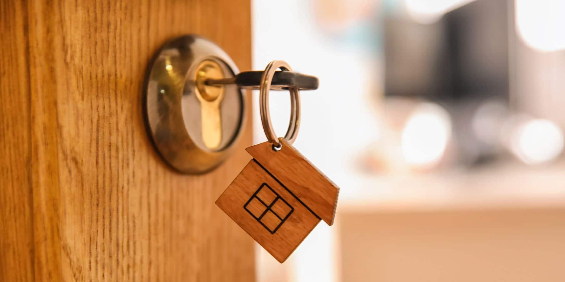 """Les visites des biens immobiliers interdites: """"C'est très difficile d'acheter une maison seulement via une visite virtuelle"""""""
