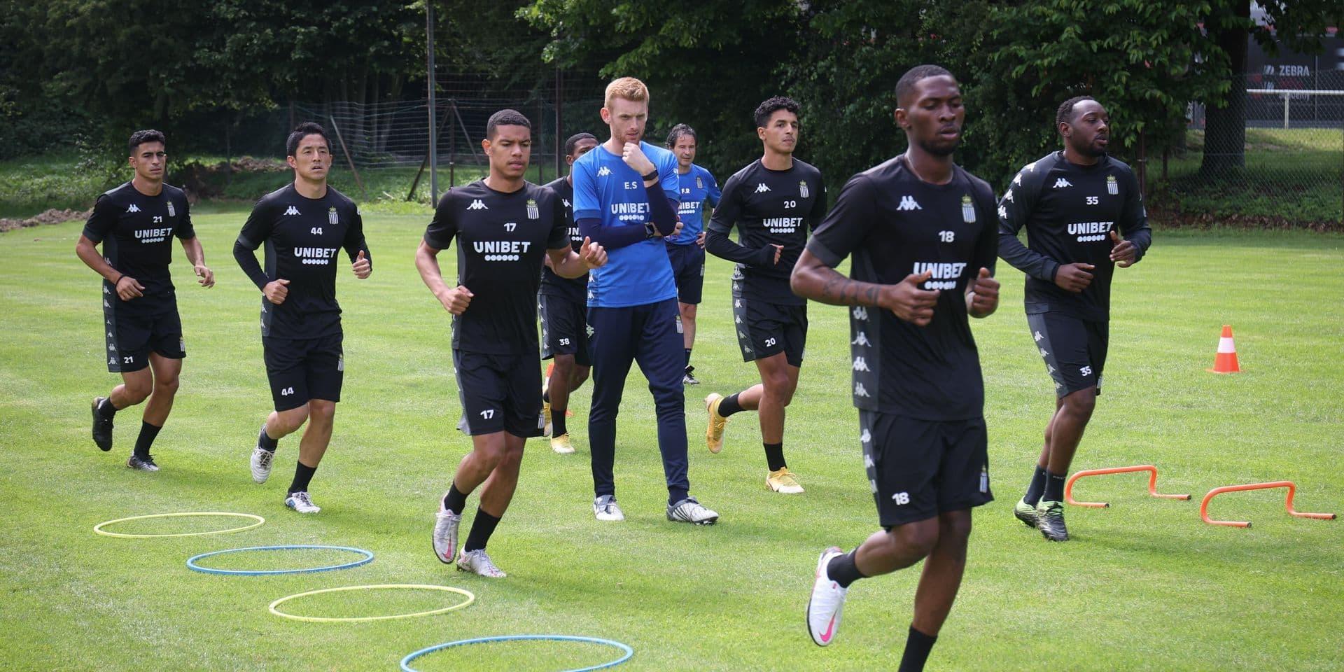Charleroi : 19 joueurs à l'entraînement, Descamps sur le départ