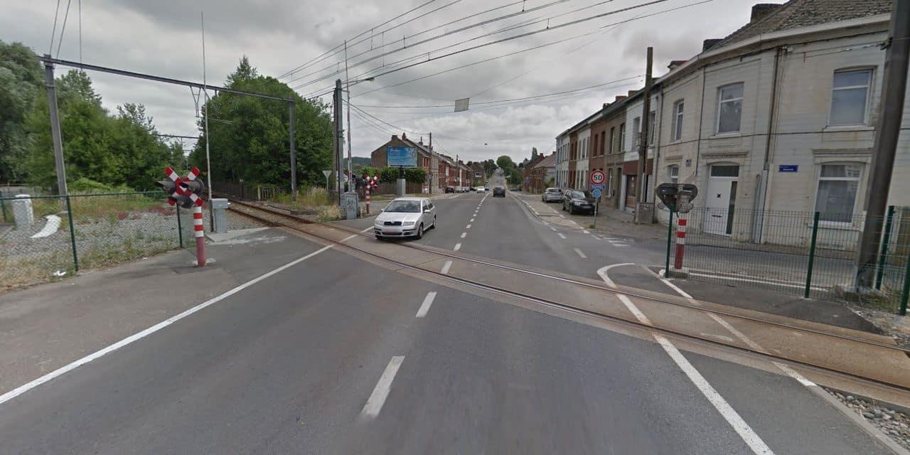 Binche: un train tombe en panne au milieu du passage à niveau