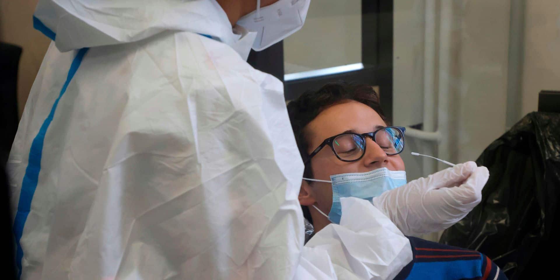 France: record de nouveaux cas de coronavirus, les admissions en réanimation continuent de grimper