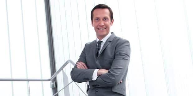 Le costume surprenant de Michel De Maegd au JT d'RTL pour rendre hommage aux Diables - La DH