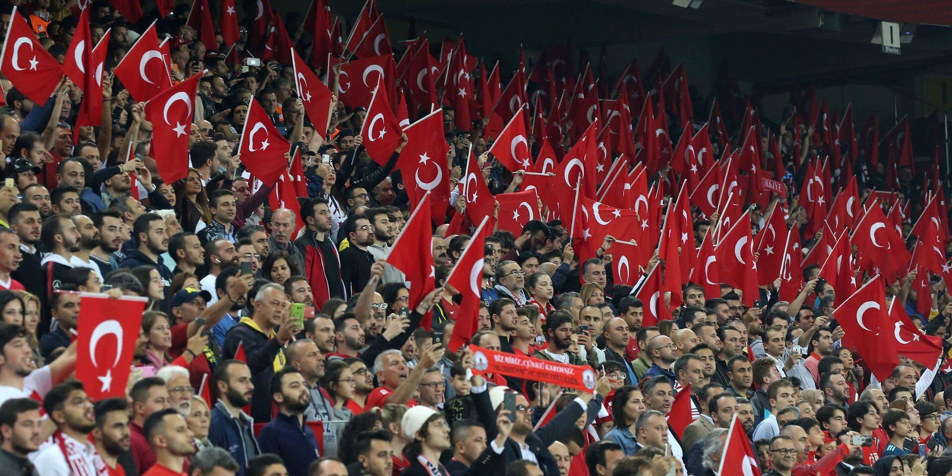 """""""Impensable que des joueurs turcs fassent le salut militaire en France"""": la rencontre opposant la France et la Turquie sous très haute tension"""
