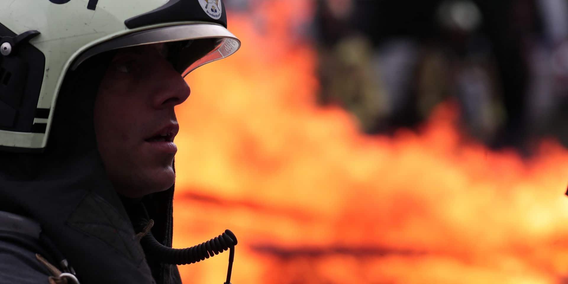 Incendie dans une maison à quatre étages à Bruxelles : Une personne fortement intoxiquée