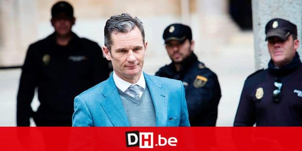 (FILES) In this file photo taken on February 23, 2017 former Olympic handball player and husband of Spain's Princess Cristina, Inaki Urdangarin (C) leaves the courthouse in Palma de Mallorca, on the Spanish Balearic Island of Mallorca. - The Spanish king's brother-in-law Inaki Urdangarin can get out of prison twice a week, to complete volunteer duties, according to the courthouse of Valladolid on September 17, 2019. Urdangarin was sentenced on appeal to five years and 10 months in jail on June 12, 2018 for embezzling millions of euros, the Supreme Court said, in a sensational case that shamed the royals. (Photo by JAIME REINA / AFP)