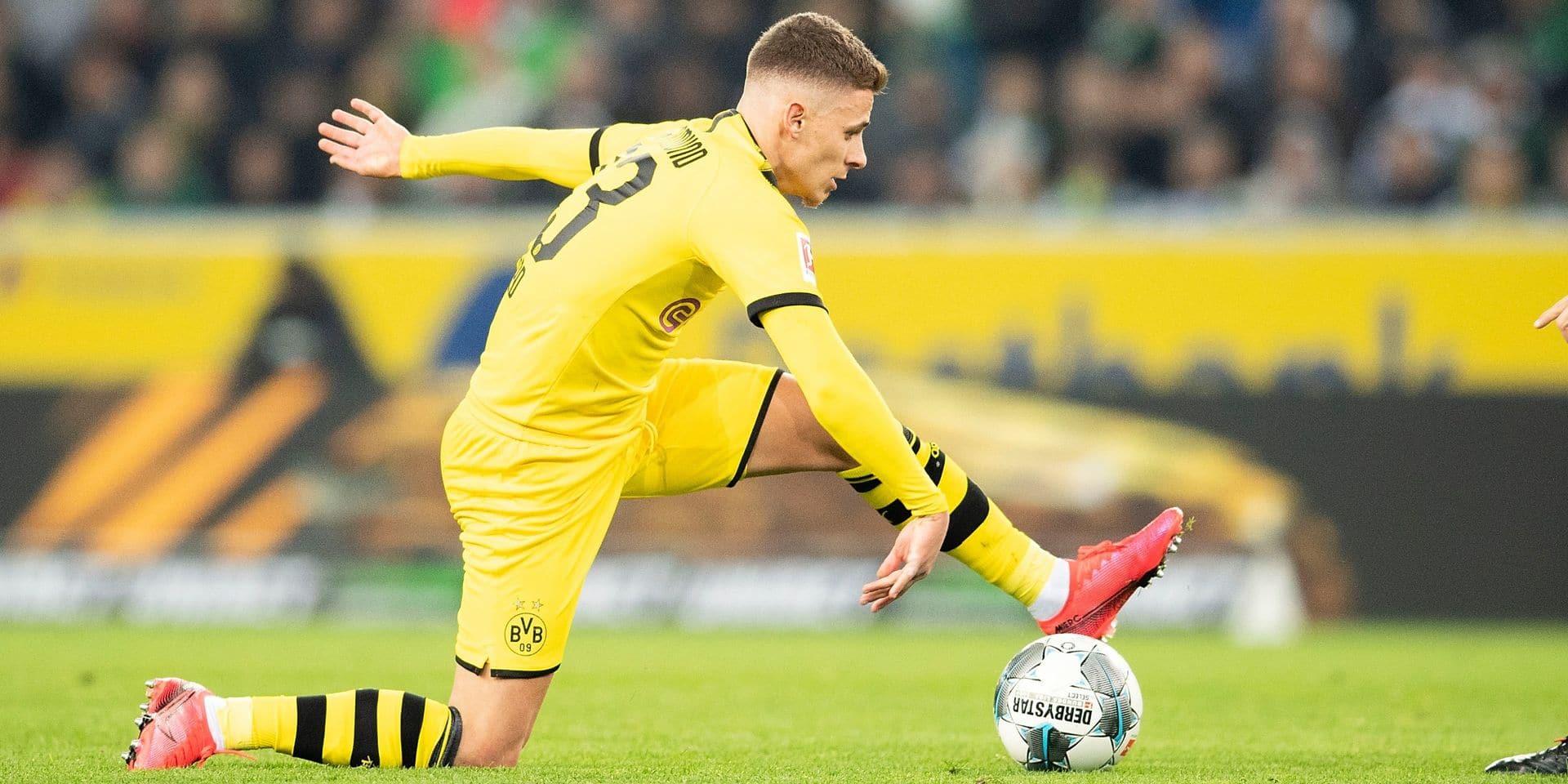 Thorgan Hazard met un maillot aux enchères au profit du KV Ostende