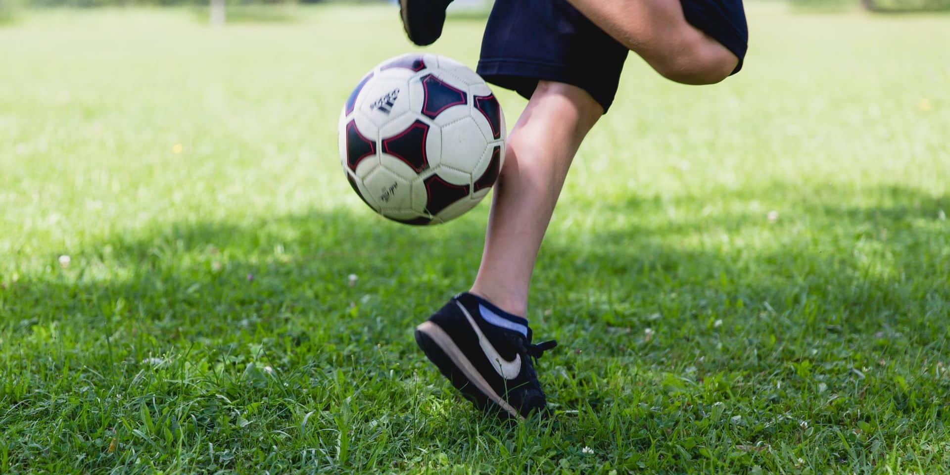 """De jeunes joueurs de football punis pour avoir refusé de se doucher nus """"pour des raisons d'hygiène"""""""