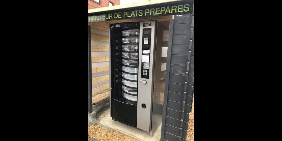 À Bois-d'Haine, des plats préparés peuvent être emportés via un distributeur
