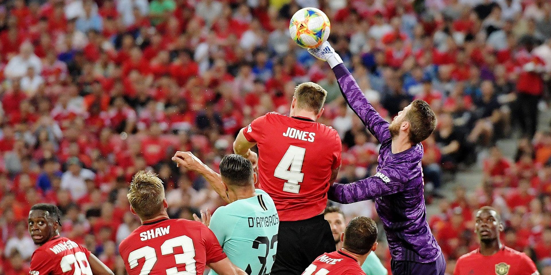 Manchester United's David de Gea (2nd R) clears the ball during the International Champions Cup football match between Manchester United and Inter Milan in Singapore on July 20, 2019. (Photo by Roslan RAHMAN / AFP)