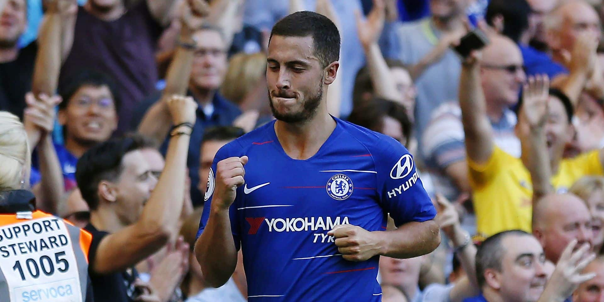 Chelsea's Belgian midfielder Eden Hazard celebrates after scoring their second goal during the English Premier League football match between Chelsea and Bournemouth at Stamford Bridge in London on September 1, 2018. (Photo by Ian KINGTON / AFP) / RESTRICTED TO EDITORIAL USE. No use with unauthorized audio, video, data, fixture lists, club/league logos or 'live' services. Online in-match use limited to 120 images. An additional 40 images may be used in extra time. No video emulation. Social media in-match use limited to 120 images. An additional 40 images may be used in extra time. No use in betting publications, games or single club/league/player publications. /