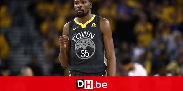 OAKLAND, CA - MAY 01: Kevin Durant #35 of the Golden State Warriors reacts after the Warriors made a basket against the New Orleans Pelicans during Game Two of the Western Conference Semifinals during the 2018 NBA Playoffs at ORACLE Arena on May 1, 2018 in Oakland, California. NOTE TO USER: User expressly acknowledges and agrees that, by downloading and or using this photograph, User is consenting to the terms and conditions of the Getty Images License Agreement. Ezra Shaw/Getty Images/AFP == FOR NEWSPAPERS, INTERNET, TELCOS & TELEVISION USE ONLY ==