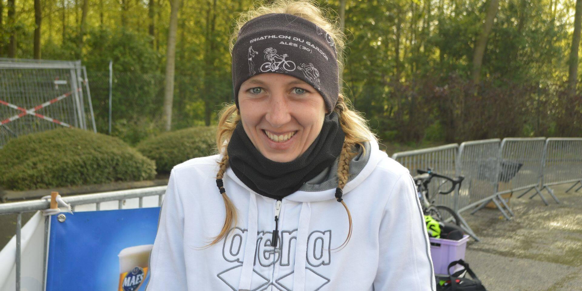 Kelly Decaluwé: le triathlon passe par la route