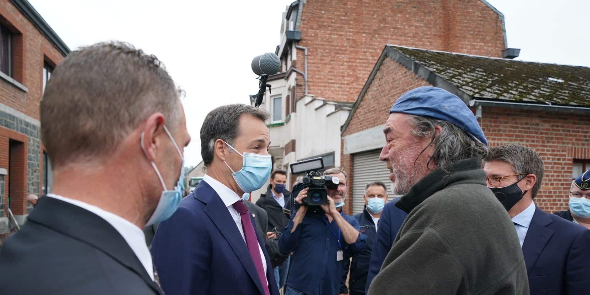Le Premier ministre Alexander De Croo constate les dégâts à Rochefort