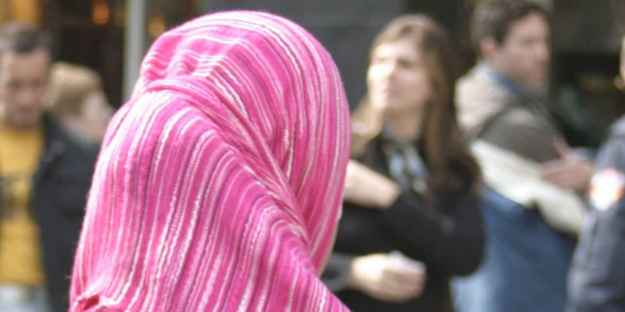 """Les femmes sont de loin les premières victimes de l'islamophobie : """"certains musulmans ont l'impression que la Belgique ne veut pas d'eux"""""""