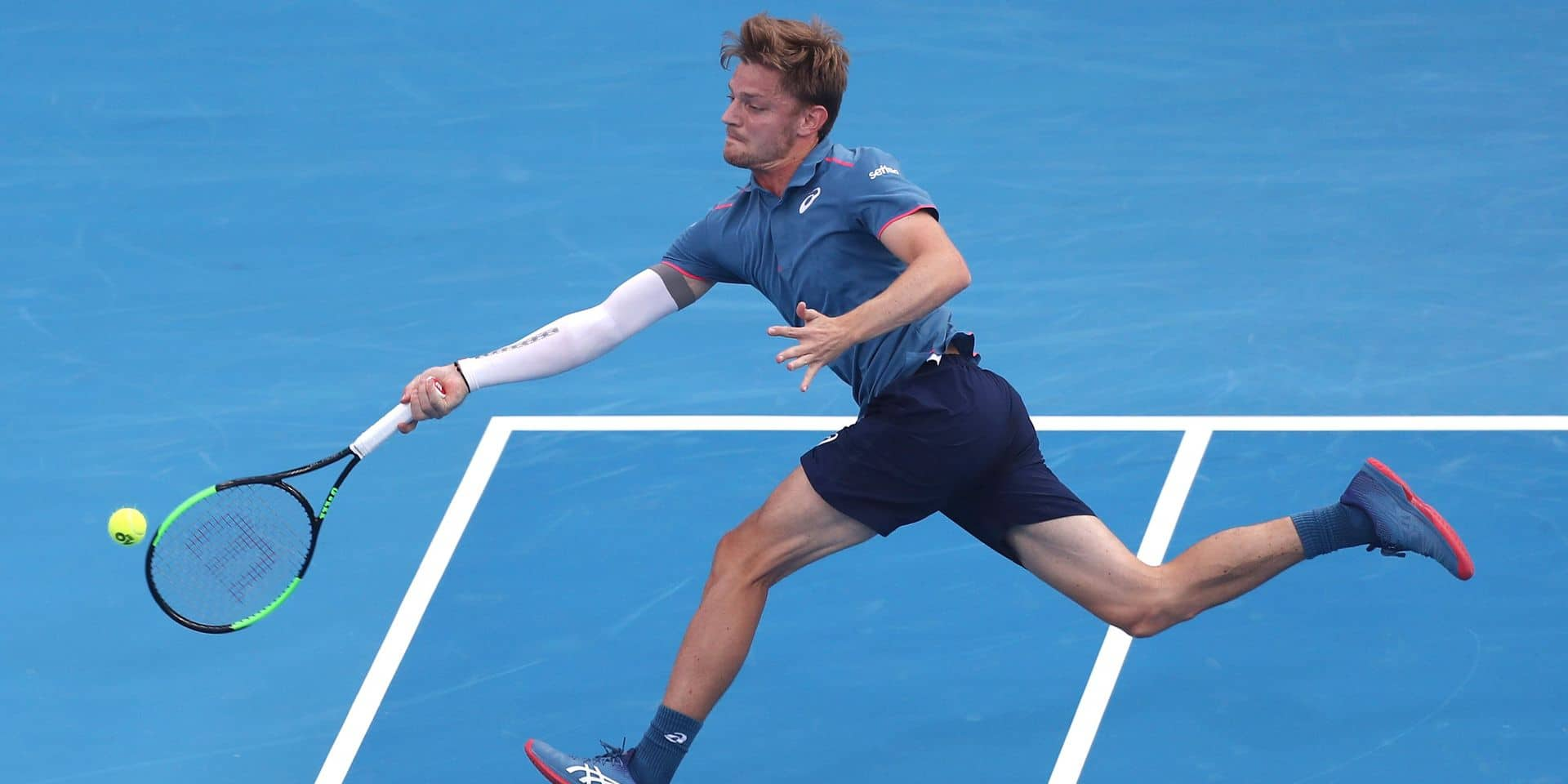 Belgium's David Goffin returns the ball to Lithuania's Ricardas Berankis during the ATP Qatar Open tennis competition in Doha on January 1, 2019. (Photo by KARIM JAAFAR / AFP)