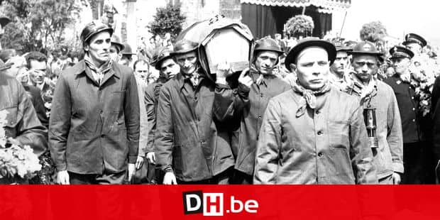 19120321 - MARCINELLE, BELGIUM (FILE) : This file picture dated Augustus 1956 is about the Bois du Cazier disaster. Bois du Cazier was a colliery situated at Marcinelle (Belgium). The 8 August 1956 a fire occured inside the coalmine and made 262 casualties. On the picture : the funerals of the victims. BELGA PHOTO ARCHIVES