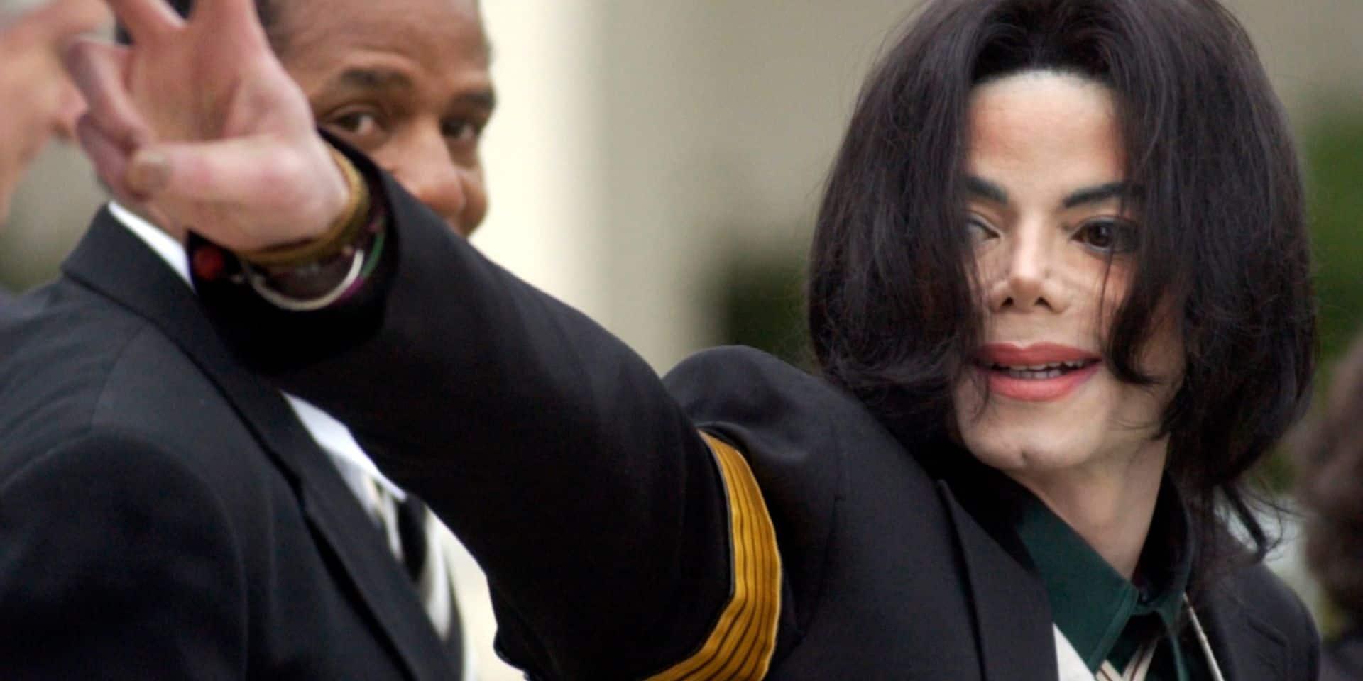 """Deux hommes affirmant avoir été violés enfants par Michael Jackson se confient: """"Il me disait que c'était de l'amour"""""""