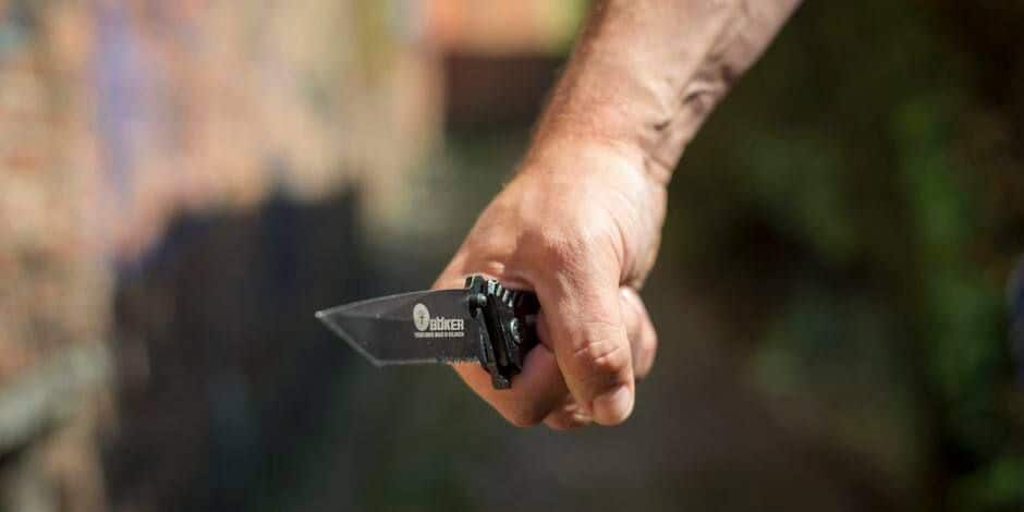 Jean-Luc, ivre avec 2,83 gr d'alcool par litre de sang, suspecté d'avoir porté un coup de couteau à Gary