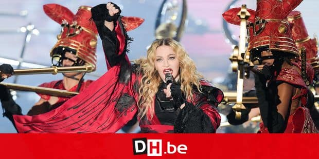 The US American pop singer Madonna performs on stage at the Mercedes Benz Arena in Berlin, Germany, 10 November 2015. Photo: RAINER JENSEN/dpa Reporters / DPA