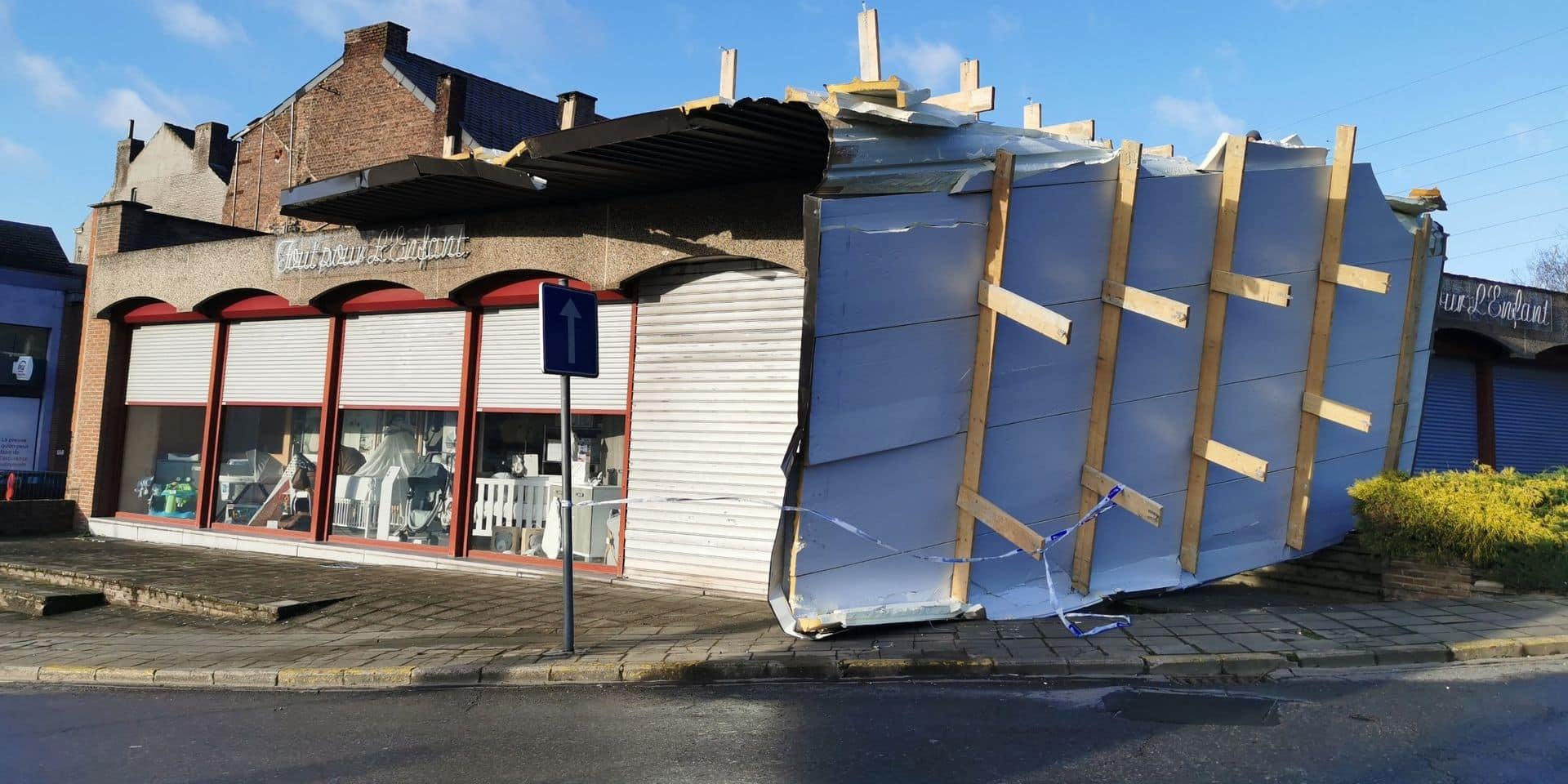 Châtelet: le toit d'un magasin a été arraché par la tempête