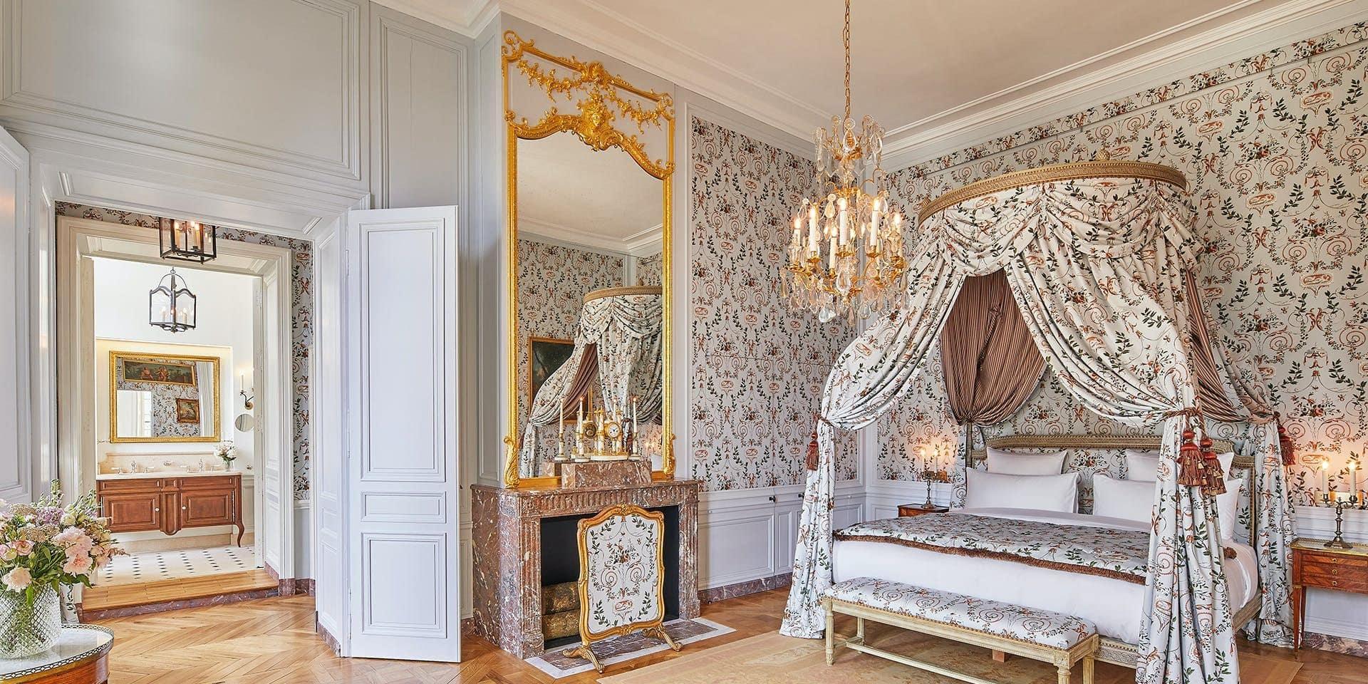 """Dormir et manger au chateau de Versailles, c'est possible: """"Savourez une cuisine raffinée et profitez d'une mise en scène rappelant les fastes d'antan"""""""