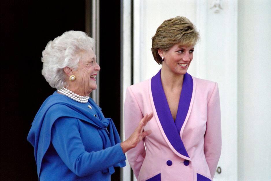 Barbara Bush accueille la princesse Diana à la Maison-Blanche le 5 octobre 1990.