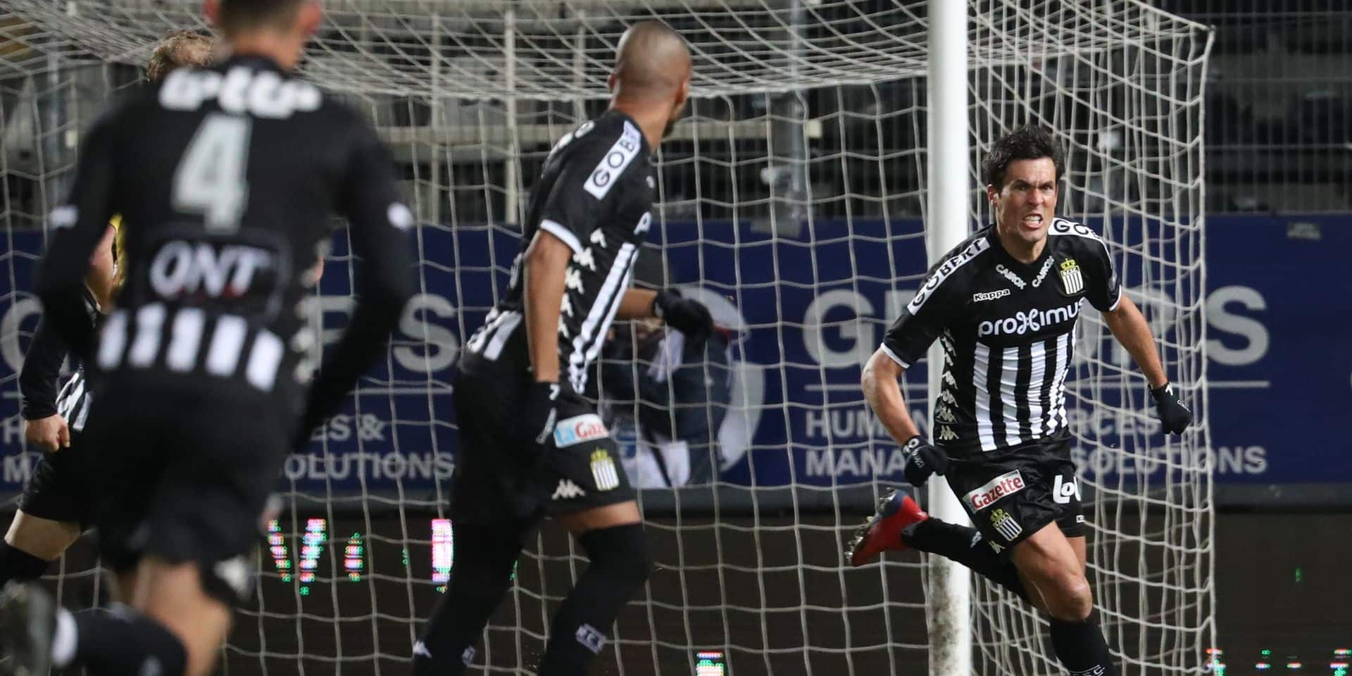 Charleroi's Jeremy Perbet celebrates after scoring during a soccer match between Sporting Charleroi and KV Oostende, Saturday 09 February 2019 in Charleroi, on the 25th day of the 'Jupiler Pro League' Belgian soccer championship season 2018-2019. BELGA PHOTO VIRGINIE LEFOUR
