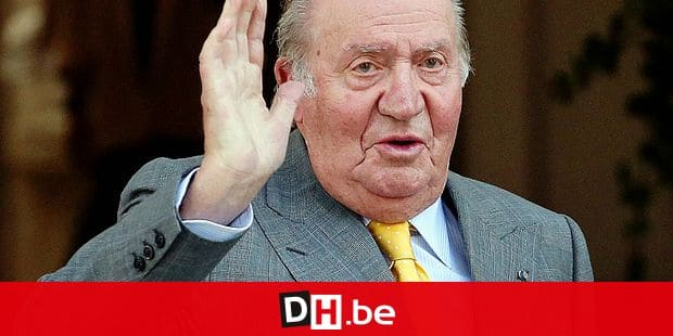 FILE - In this March 10, 2018, file photo, Spain's former monarch King Juan Carlos waves upon his arrival to the Academia Diplomatica de Chile, in Santiago where he met with President-elect Sebastian Pinera. Spain's former monarch, Juan Carlos I, has been admitted to hospital for a heart operation. The 81-year-old king emeritus will undergo the operation Saturday Aug. 24, 2019 in Madrid's Quiron clinic. (AP Photo/Esteban Felix, File)