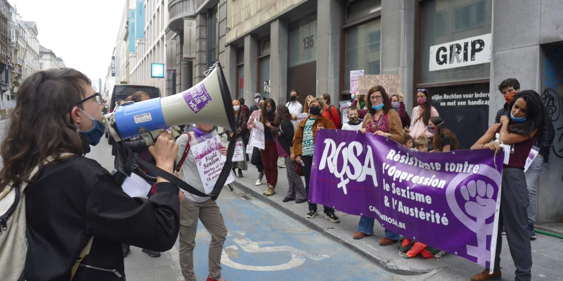 Des femmes ont manifesté sous les fenêtres de la N-VA pour défendre leur droit à l'IVG