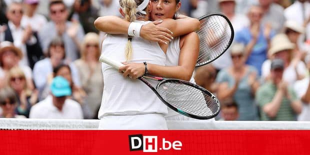 Russia's Daria Kasatkina (R) embraces Germany's Angelique Kerber after losing during their women's singles quarter-final match on the eighth day of the 2018 Wimbledon Championships at The All England Lawn Tennis Club in Wimbledon, southwest London, on July 10, 2018. Kerber won the match 6-3, 7-5. / AFP PHOTO / Daniel LEAL-OLIVAS / RESTRICTED TO EDITORIAL USE