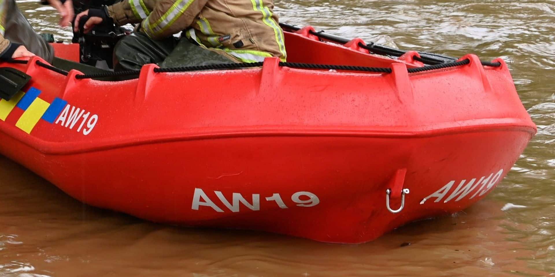 Une barque des services de secours chavire à Pepinster, trois personnes portées disparues