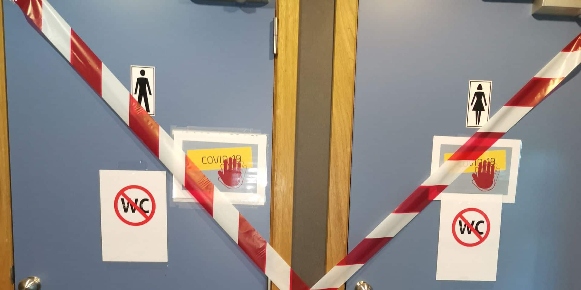 """Les toilettes au centre d'examen d'Anderlecht sont condamnées : la monitrice """"à la recherche d'un buisson pour faire pipi"""""""