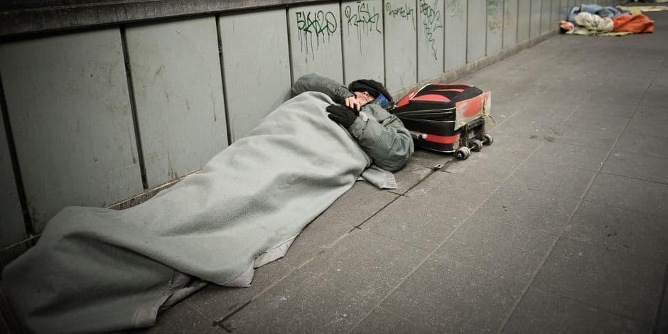 Charleroi: les moins de 25 ans en surnombre dans la rue