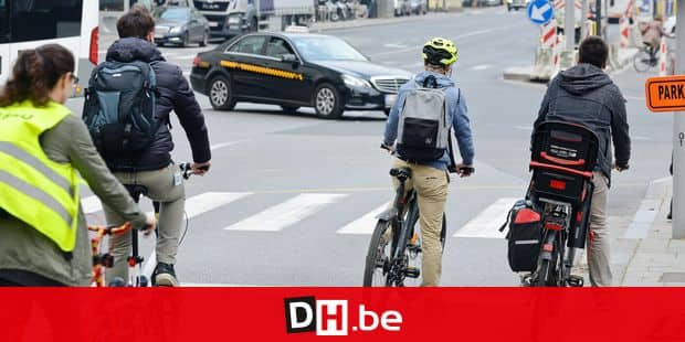 Velo cycliste bicyclette circulation ville traffic transport mobilite