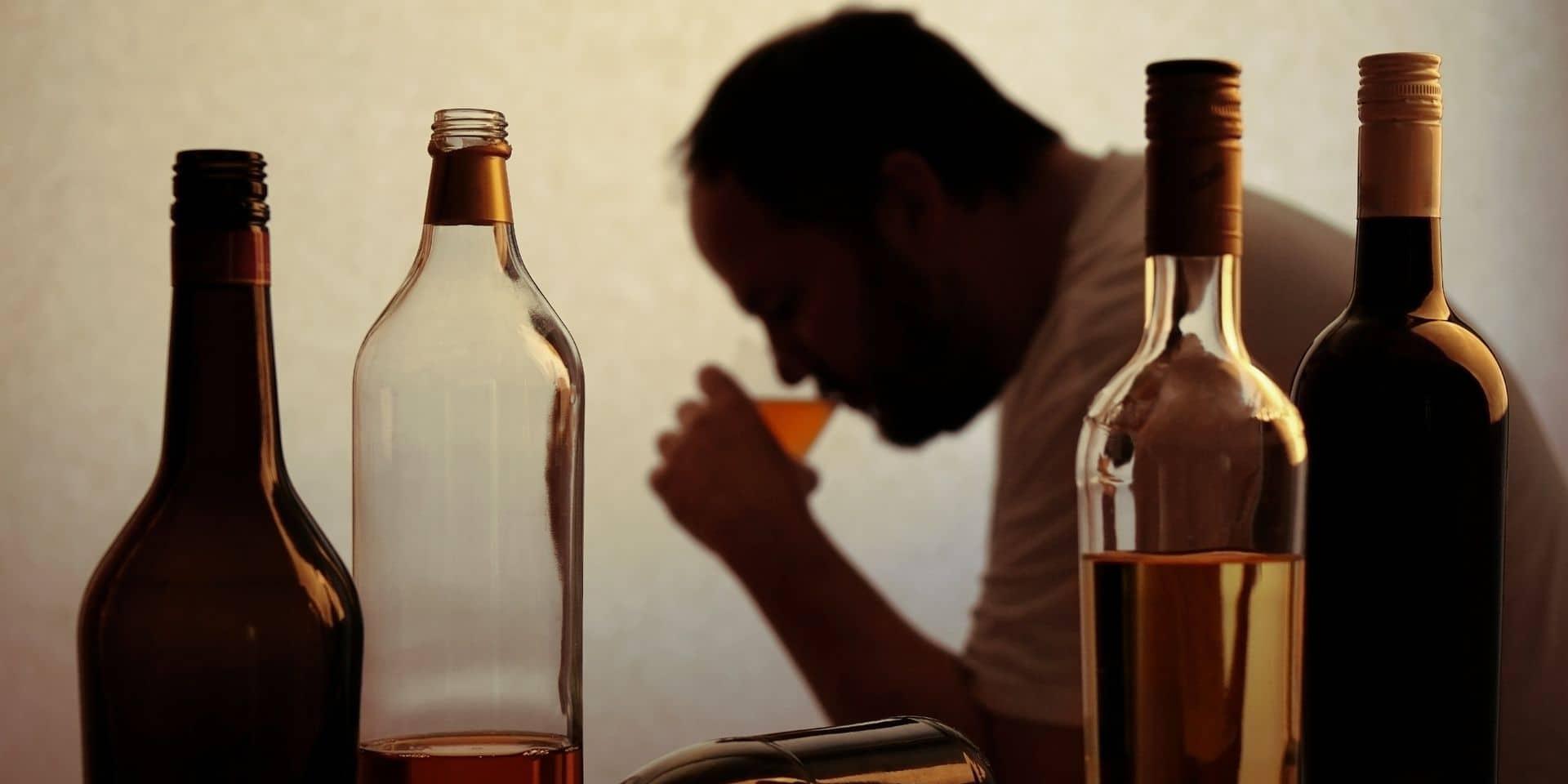 """Jean-Claude devenu accro à l'alcool à 23 ans : """"On détruit tout autour de nous"""""""
