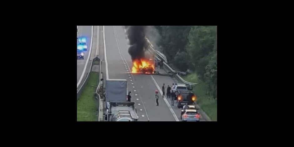 Stavelot : Une voiture prends feu après un accident
