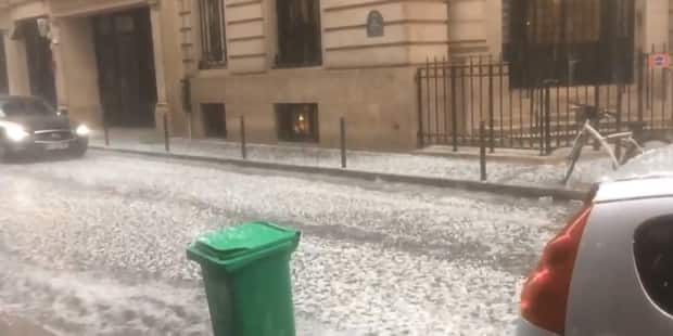 Une tempête de grêle s'abat sur Paris, la capitale recouverte d'un manteau blanc... par 22 degrés (VIDEO) - La DH