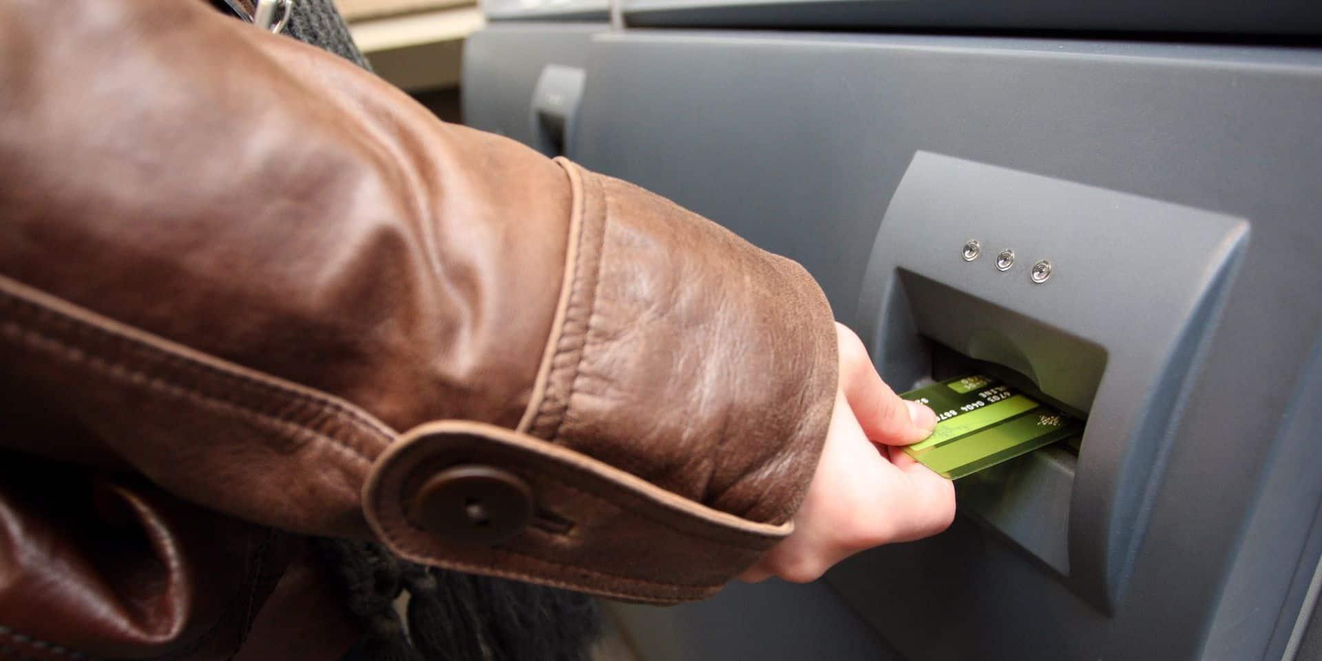 """Départ des banques à Ecaussinnes : """"On en arrive à presque quémander pour avoir un minimum de services, ce n'est pas normal !"""""""