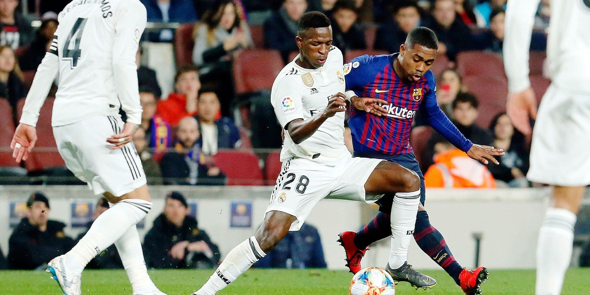 Real Madrid's Brazilian forward Vinicius Junior (L) vies with Barcelona's Portuguese defender Nelson Semedo during the Spanish Copa del Rey (King's Cup) semi-final first leg football match between FC Barcelona and Real Madrid CF at the Camp Nou stadium in Barcelona on February 6, 2019. (Photo by Pau Barrena / AFP)