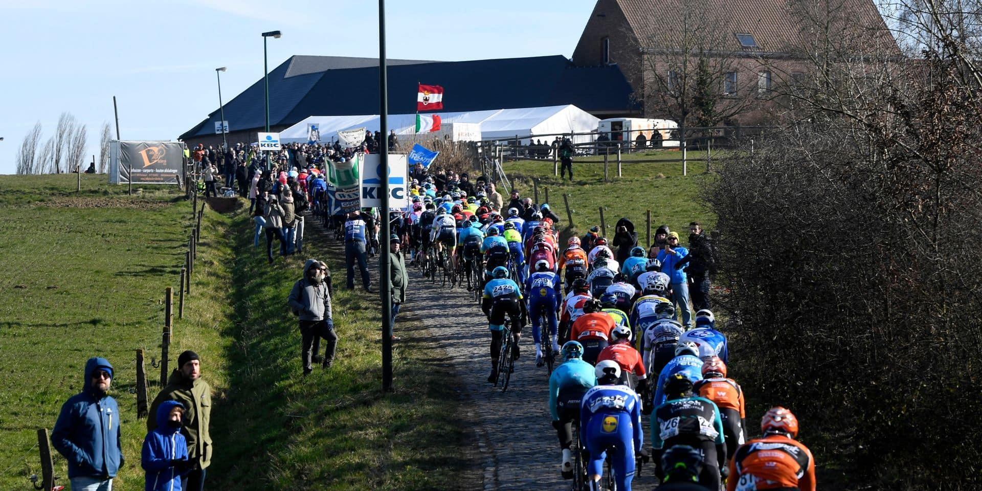 Illustration picture shows the pack of riders in action during the Men's 2018 edition of the one-day cycling race Omloop Het Nieuwsblad, 196,2 km from Ghent to Ninove, Saturday 24 February 2018. BELGA PHOTO POOL PETER DE VOECHT